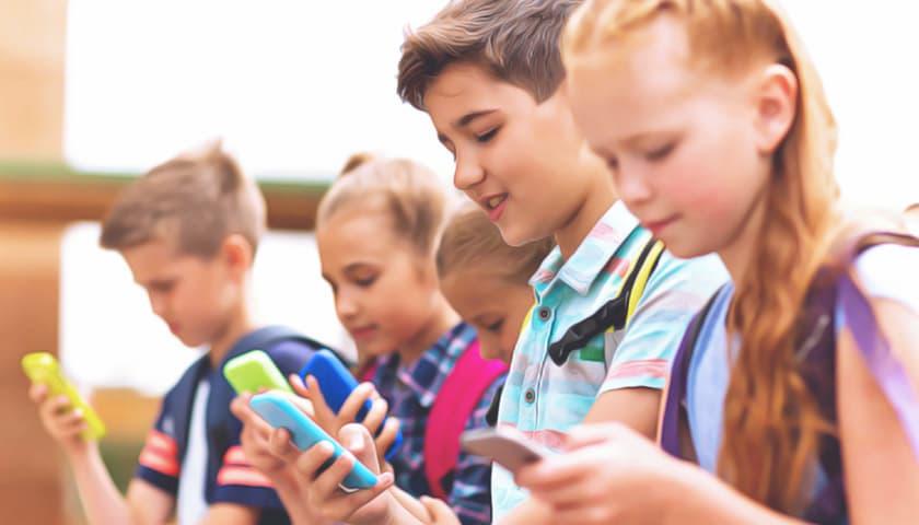 какой смартфон купить ребенку?